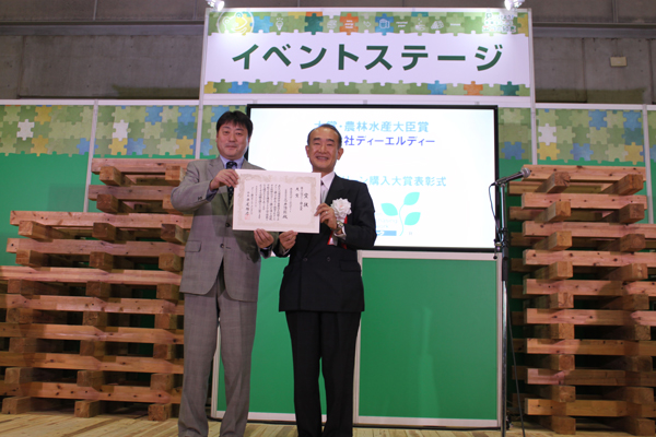 グリーン購入大賞受賞後のGPN会長平尾雅彦氏と代表三ツ井陽一郎