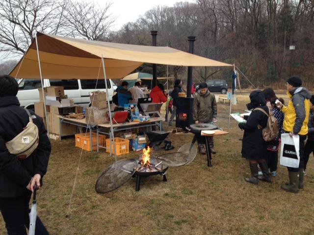 あいにくの雨と寒さでしたが焚火台と薪ストーブが大活躍!