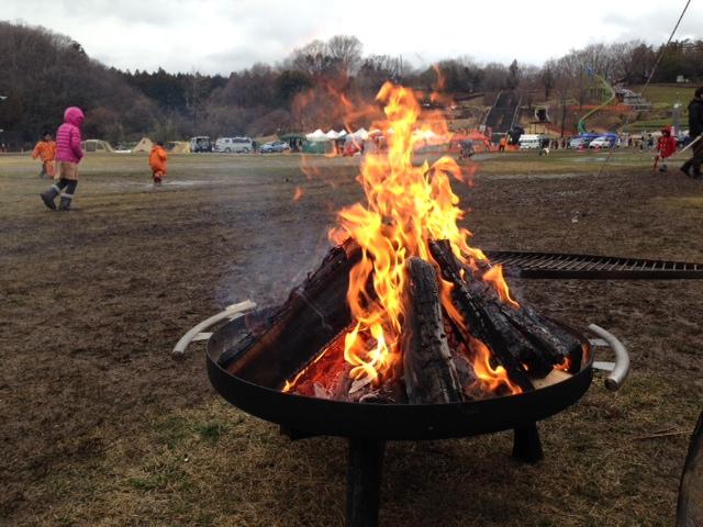 オシャレな焚火台で火遊び開始